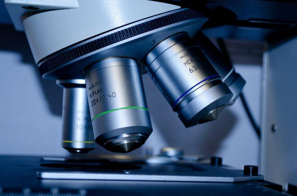 microscopio ricerca scientifica lavaggio nasale CRS